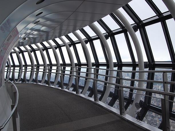 ガラス張りの天望回廊
